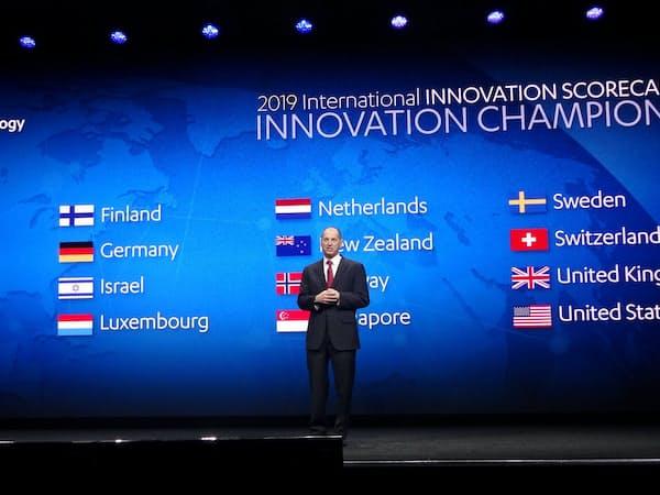 国際イノベーションスコアカードの上位16カ国を発表するCTAのシャピロ会長
