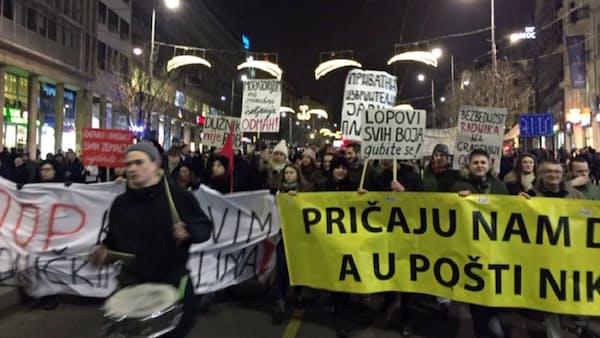 「親プーチン国」セルビア、反強権デモの矛盾