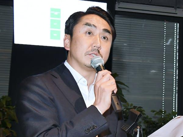 決算発表するLINEの出沢剛社長(31日午後、東京都新宿区)