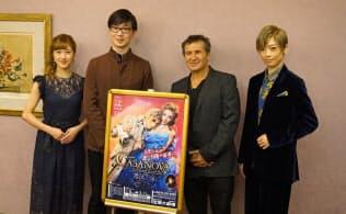 (右から)明日海りお、ドーヴ・アチア、生田大和、仙名彩世