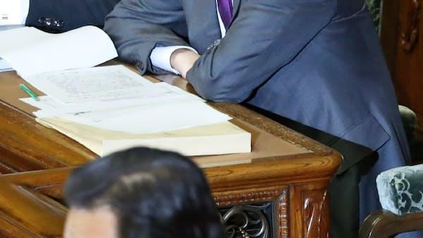 首相、北方領土「固有の領土」の表現避ける