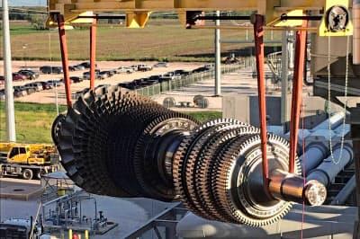 電力事業は2018年に発生したガスタービンの不具合の交換・補修コストがかさんでいる(18年9月、テキサス州)=ロイター