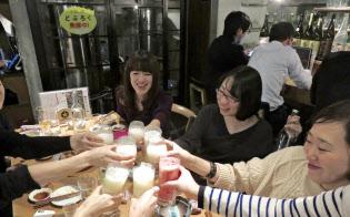 自家製どぶろくを販売する「にほんしゅほたる」(東京・千代田)では女性客が増えている