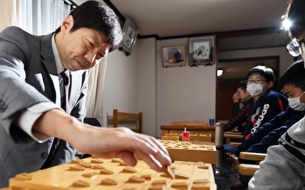棋士・七段の杉本昌隆さん(50)