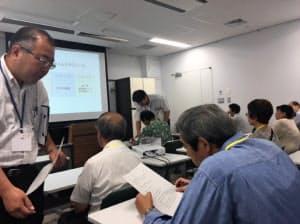 70歳以上の人は免許更新時に、認知機能を測る講習が義務付けられている(昨年7月、東京都品川区の鮫洲運転試験場)