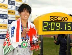 2時間9分15秒で日本勢最高の4位となった二岡康平(3日、大分市営陸上競技場)=共同