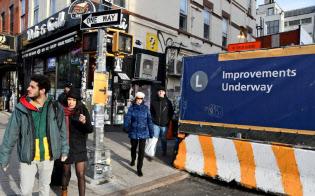 利用者が多いブルックリン地区ベッドフォード?アベニュー駅周辺でも大がかりな補修工事の準備が進む
