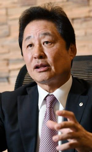 しばた・たかし 1956年大阪府生まれ。81年川崎医科大学卒業、大阪大学医学部第二外科に入局。外科医として複数の病院に勤めた。98年に大幸薬品取締役。副社長を経て2010年から現職。幼いころからスポーツや音楽、美術が得意だった。