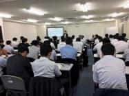 しんきん支援ネットワークでは信金職員を定期的に集めてM&A勉強会を実施している