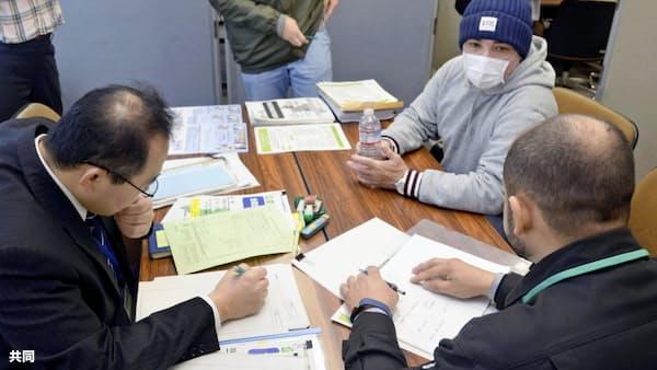 元日系作業員に支援策説明 シャープ亀山工場雇い止め