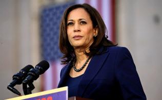 カマラ・ハリス上院議員はジャマイカ系の父とインド系の母を持つ=ロイター