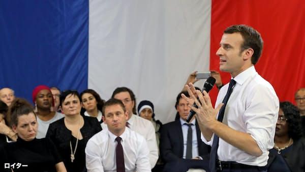 仏、反政権デモ受け5月の国民投票検討
