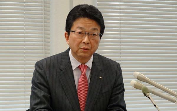 決算会見で最高益を発表した伊藤忠の鉢村CFO
