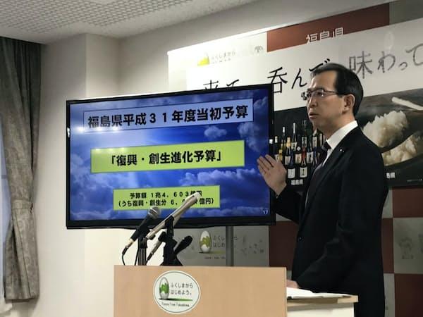 福島県の19年度予算案を発表する内堀雅雄知事