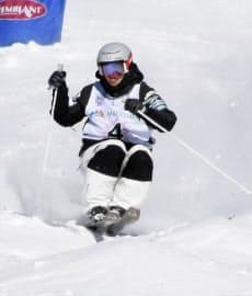 1月にカナダ・トランブランで行われたフリースタイルスキーW杯モーグルで2位になった堀島行真=共同