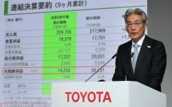 決算発表するトヨタ自動車の白柳正義執行役員(6日午後、東京都文京区)