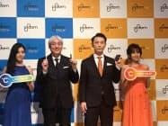 JTは1月17日、岩井睦雄副社長(左から2人目)らが新製品を発表した。(東京・港)