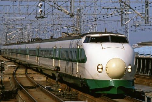 東北・上越新幹線向けの200系の丸みを帯びた鼻は「団子鼻」の愛称も(JR東日本提供)