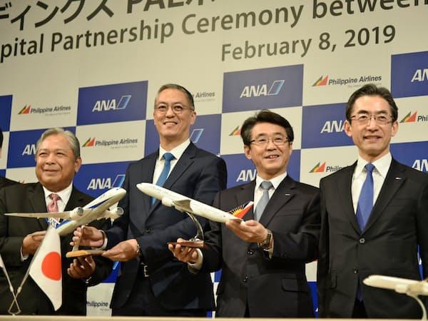 (右から)全日空の平子裕志社長、ANAHDの片野坂真哉社長、PALHDのマイケル・タン取締役、フィリピン航空のハイメ・バウティスタ社長