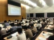 中部経済産業局とSMBCコンシューマーファイナンスが開いたセミナー(8日、名古屋市の名城大学付属高校)