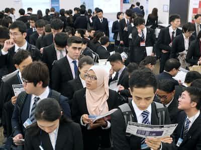 外国人材、東京から地方へ 留学生の就職増加