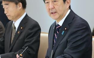 児童虐待防止対策に関する関係閣僚会議に出席した安倍首相(8日午前、首相官邸)
