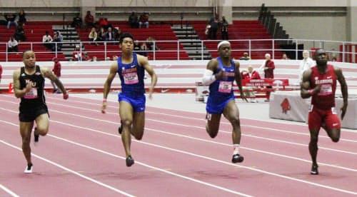 男子60メートル決勝 6位のサニブラウン・ハキーム=左から2人目(8日、フェイエットビル)=共同