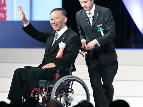 自民党大会でスピーチに臨む谷垣前幹事長(10日午前、東京都港区)