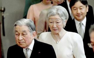 在位30年記念式典は東京・国立劇場で開き、天皇、皇后両陛下が臨席される(写真は1月の「歌会始の儀」)=共同