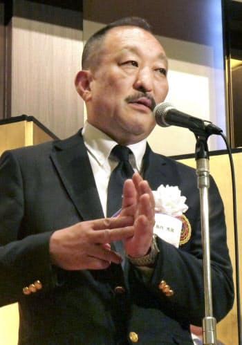 退任を表明した関学大アメリカンフットボール部の鳥内秀晃監督(11日、大阪市)=共同