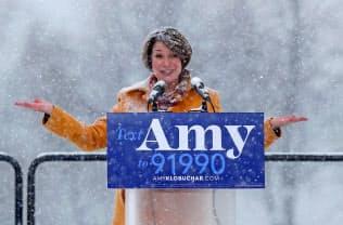 10日、米大統領選への出馬を表明した民主党のクロブシャー上院議員(ミネソタ州ミネアポリス)=ロイター