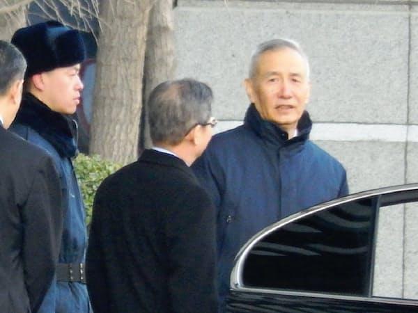 米中次官級協議の会場には劉鶴副首相の姿も(11日、北京市内の中国商務省)