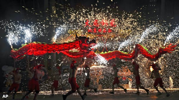 [FT・Lex]中国春節消費の伸び鈍化もネット通販は拡大
