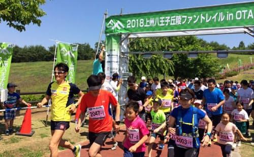 自らプロデュースする大会で子どもたちと一緒に走る(群馬県太田市)