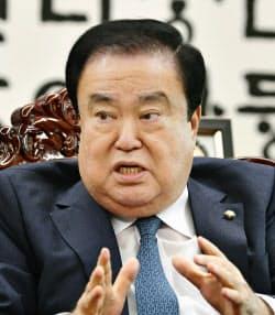 慰安婦問題で天皇陛下の謝罪を求める発言をした、韓国国会の文喜相(ムン・ヒサン)議長=共同