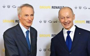 日仏連合の統括会社の会長に就いたルノーのボロレCEO(右)(左はルノーのスナール会長、1月24日)