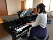 グランドピアノと同じ鍵盤と機構を採用した