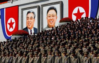 北朝鮮の軍事パレード(18年9月)=ロイター