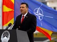 演説するザエフ・マケドニア首相(12日)=ロイター
