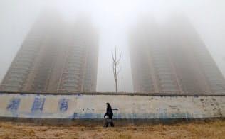 河北省は、環境を著しく汚染する産業から離れ、別の経済モデルを見つける中国の能力を試す試験台となる=ロイター