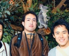 岡野原(左)は大学時代、各分野で成果を出して論文を書いた(06年に豪州で開かれた国際学会)