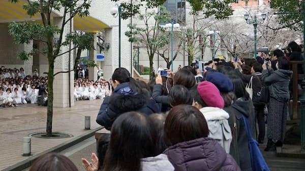 宝塚ファン 愛ゆえの統率 私設組織、運営に協力(もっと関西)