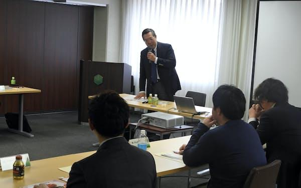 道銀の農業経営塾では若手を中心に12人の経営者が集まった(1月、道銀本店)
