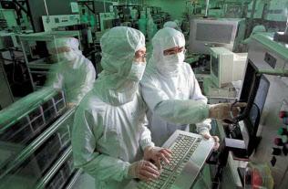 台湾の半導体大手では中国顧客の貢献が高まる(TSMCの半導体工場=同社提供)