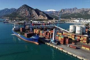 景気悪化で貿易赤字が縮小した(2018年12月、トルコ南部アンタルヤ)=アナトリア通信提供