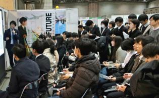 就職活動の前倒しが進んでいる(2月に都内で開かれた就活イベント)