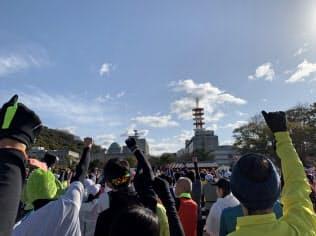 晴天の松山市内を1万人超のランナーが走った(10日)