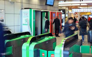 JR東日本は1人用シェアオフィス「ステーションブース」を2月20日まで実験。今夏ごろに事業化する予定(新宿駅)