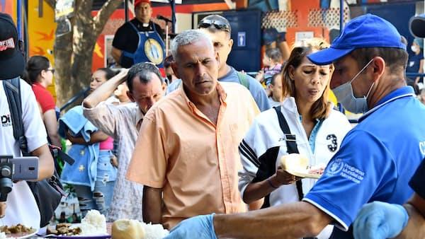 政情混乱のベネズエラ、最前線の町は今 国境ルポ