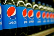 主力の炭酸飲料は健康志向の高まりで需要減少が続いている=ロイター